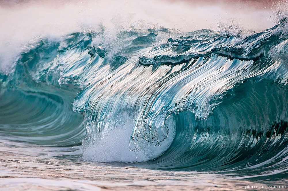 New Photographs of Crashing Ocean Waves Frozen in Time by Pierre Carreau