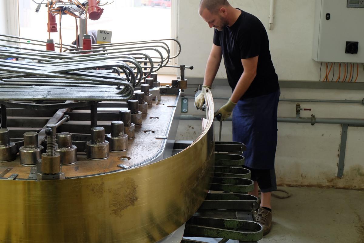 Пресс-форма для корпуса роялей Steinway & Sons, склейка листов шпона, изготовление корпуса рояля Steinway & Sons