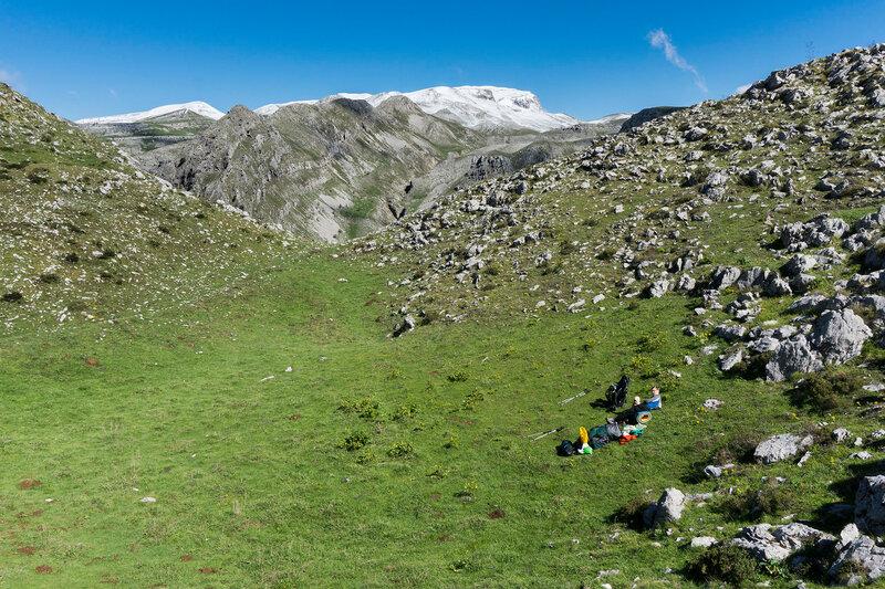 горы Северный Пинд, Греция, альпийские луга и снежные вершины