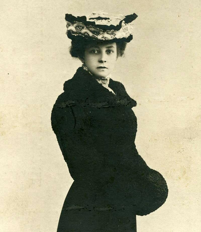 Вера Фёдоровна Комиссарже́вская (27 октября (8 ноября) 1864 — 10 (23) февраля 1910) — знаменитая русская актриса начала XX века.
