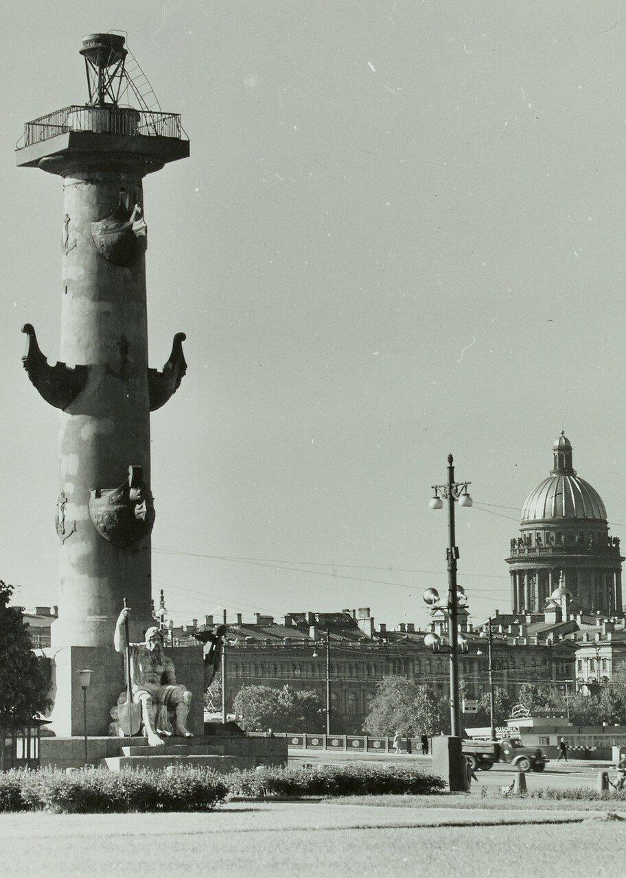 1971. Ростральные колонны