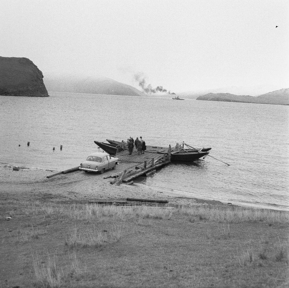 Паром на озере Байкал