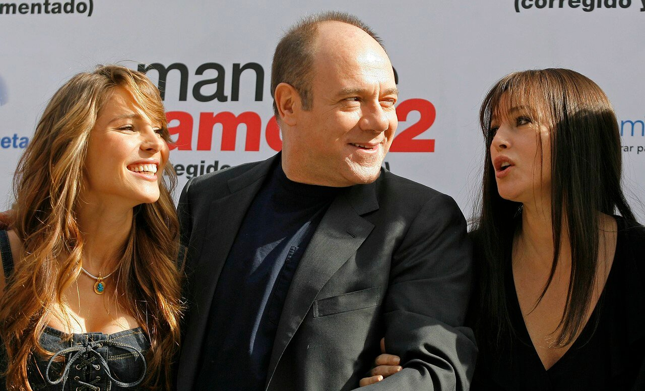 Actresses Elsa Pataky, Monica Bellucci and actor Carlo Verdone pose during a photocall to promote their film in Madrid