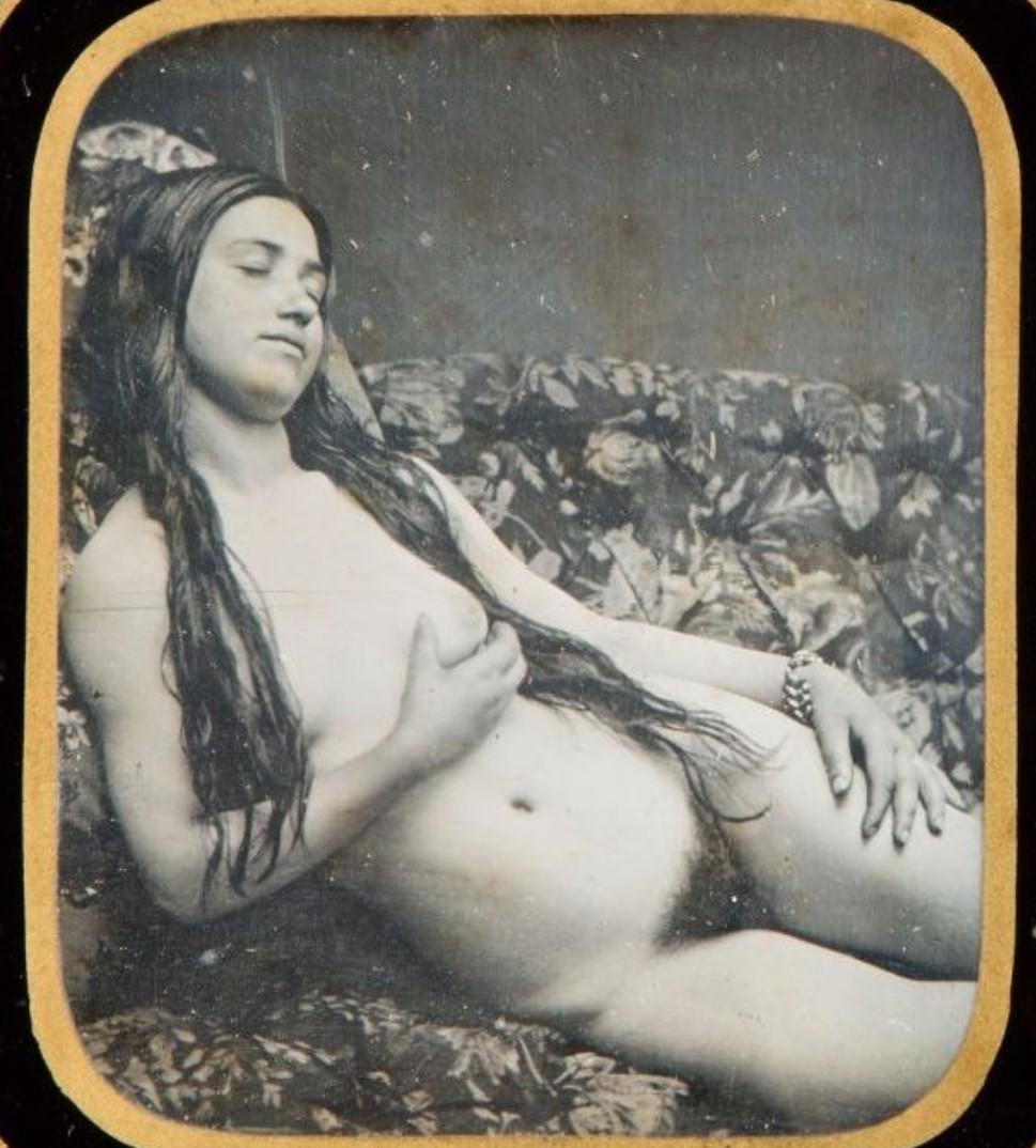 1850. Обнаженная на диване