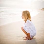 Девочка у моря