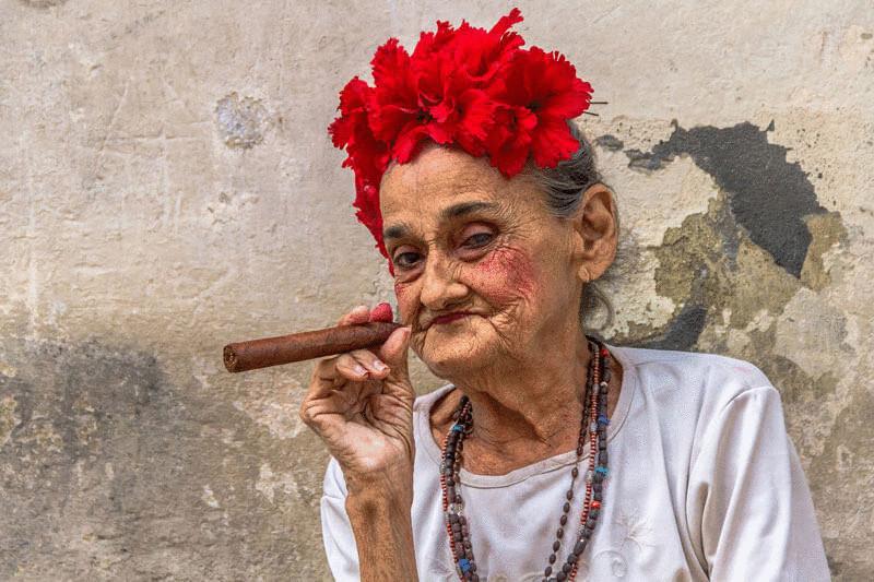 content_cubans-smoke-cigars__econet_ru.jpg