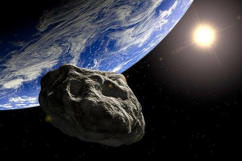 Гигантский астероид пройдет около Земли