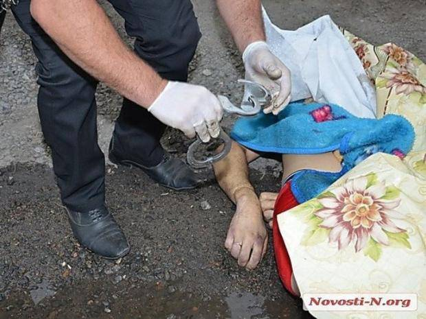"""""""Во дворе Цукерманов куча народа, полиция. Муж кричит: """"Мразь! Я таких, как ты, убиваю!"""" - очевидцы о подробностях трагедии"""