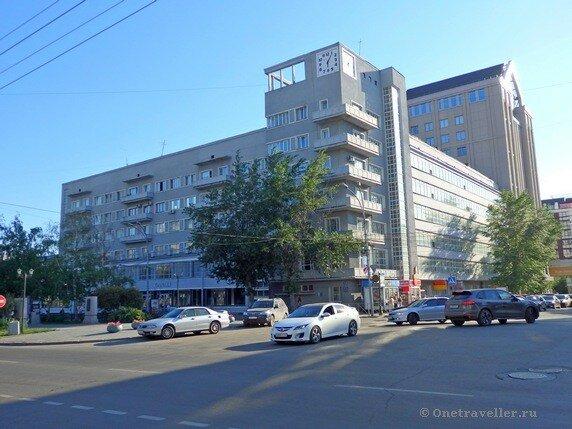 Новосибирск. Жилой дом Крайснабсбыта (Дом с часами)