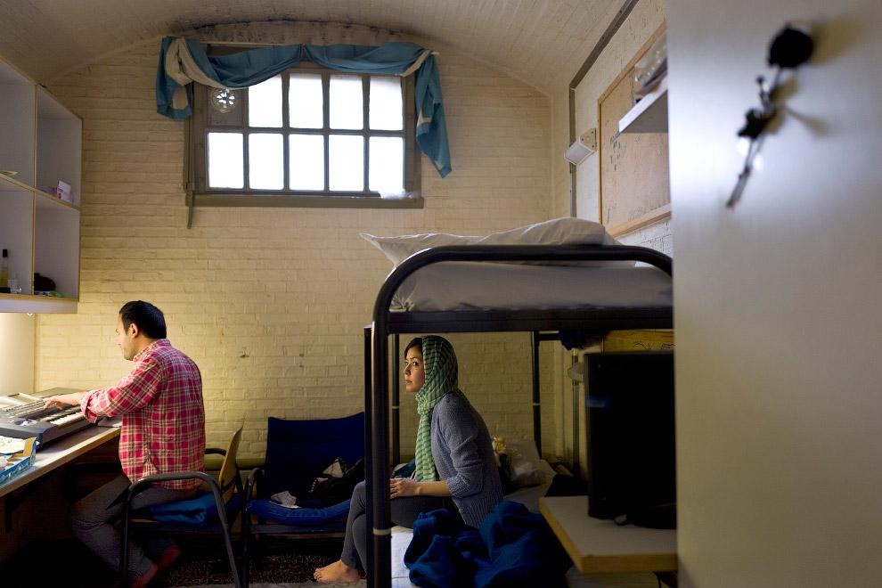 11. Сирийские беженцы, живущие в бывшей тюрьме в Гарлеме, Нидерланды, 21 апреля 2016. (Фото Muh