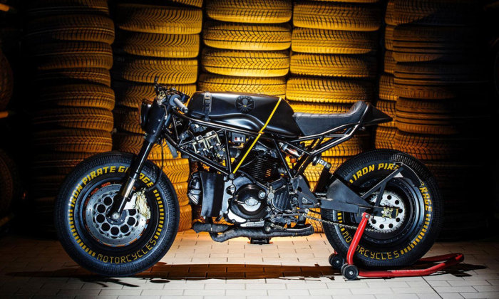 Кастом модели Ducati 750 SS от ателье Iron Pirate Garage. Ателье Iron Pirate Garage базируется в ита