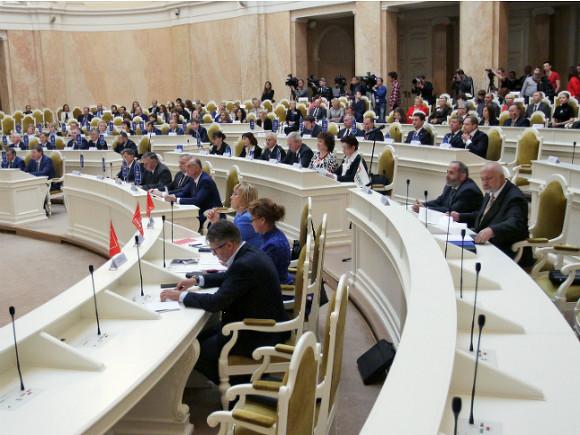 Стычка между депутатом петербургского ЗакСа ижурналисткой угодила навидео