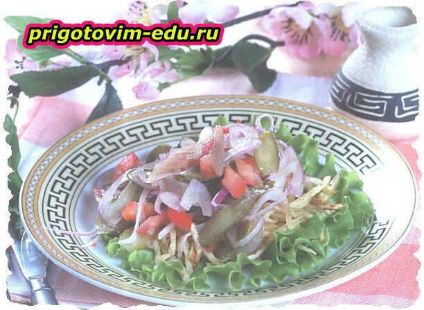 Теплый салат с рыбой и хрустящим картофелем