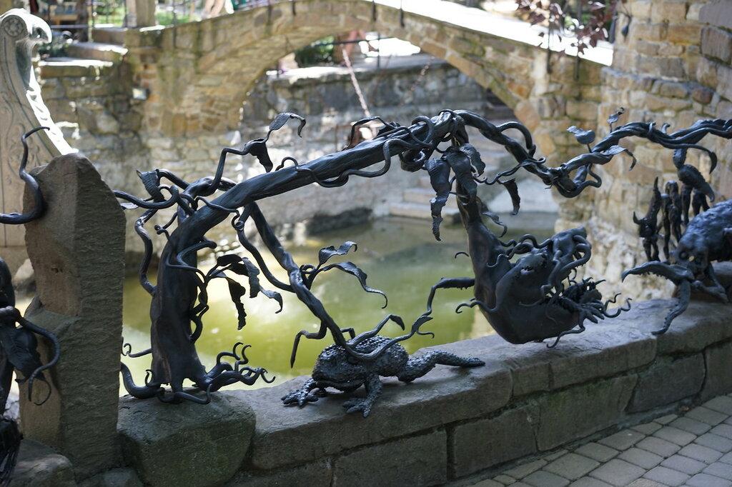 """Культурный центр """"Старый парк"""". Кованные скульптуры."""