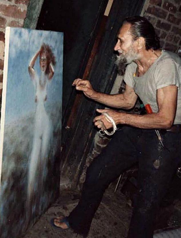 Рисунок художника женщина на огромном фаллосе