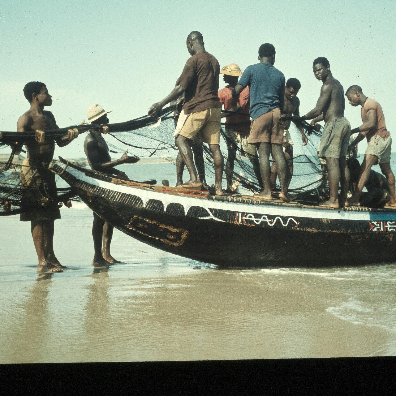 Рыбак с сетями