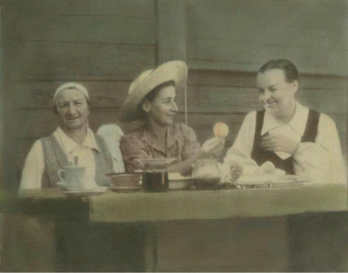 1930-е. Угощение
