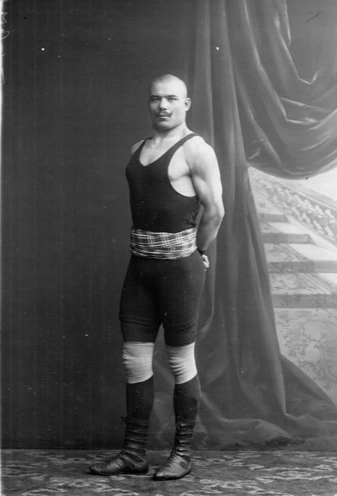Портрет участника чемпионата Мадралли