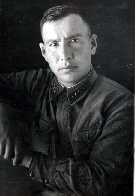 Неизвестный помощник или заместитель политрука, снимок сделан ранее 26.07. 1940 г..jpg