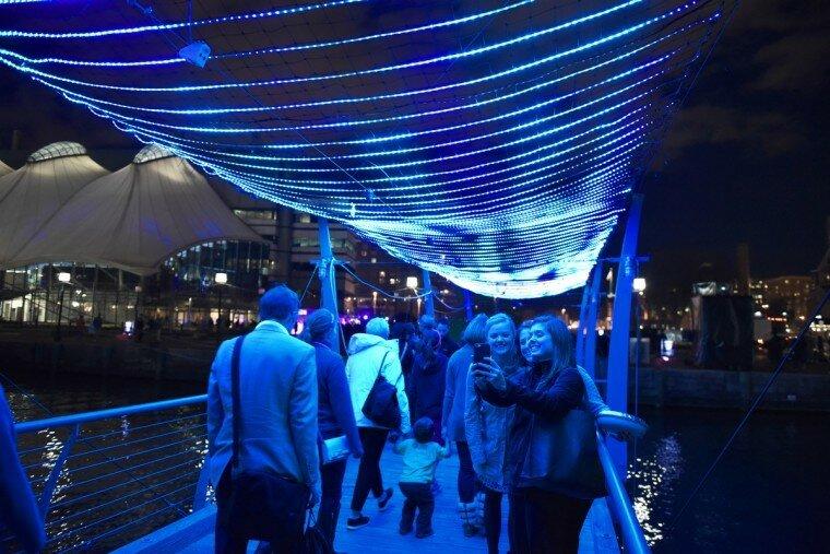 Light City: фотографии красочного фестиваля огней в Балтиморе 0 22c11f 6a344960 XL