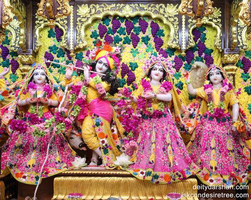 019 Sri Sri Radha-Gopinath  Lalita Vishakha 1280x1024