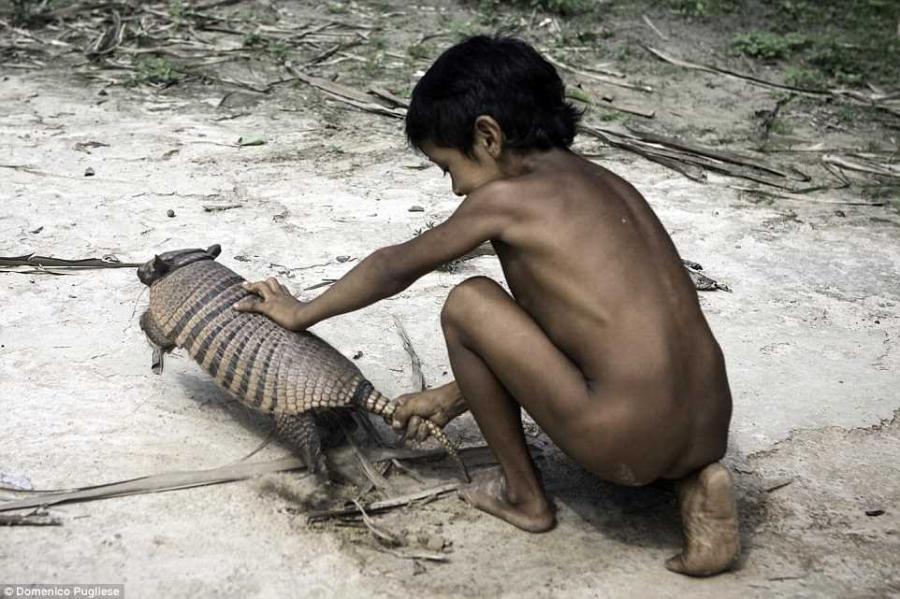 3. Пульезе впервые встретился с людьми племени Ава в 2009 году, после того, как его друг-журналист п
