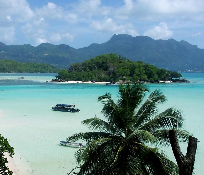 Более 50 лет остров был полностью забыт и покинут, пока не встретил своего Робинзона в лице Брендона