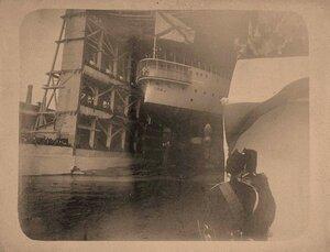 Эскадренный броненосец Победа сходит со стапелей Балтийского судостроительного завода.