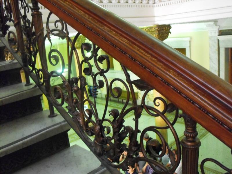 Кованая  лестница  в  Сити - Холле.