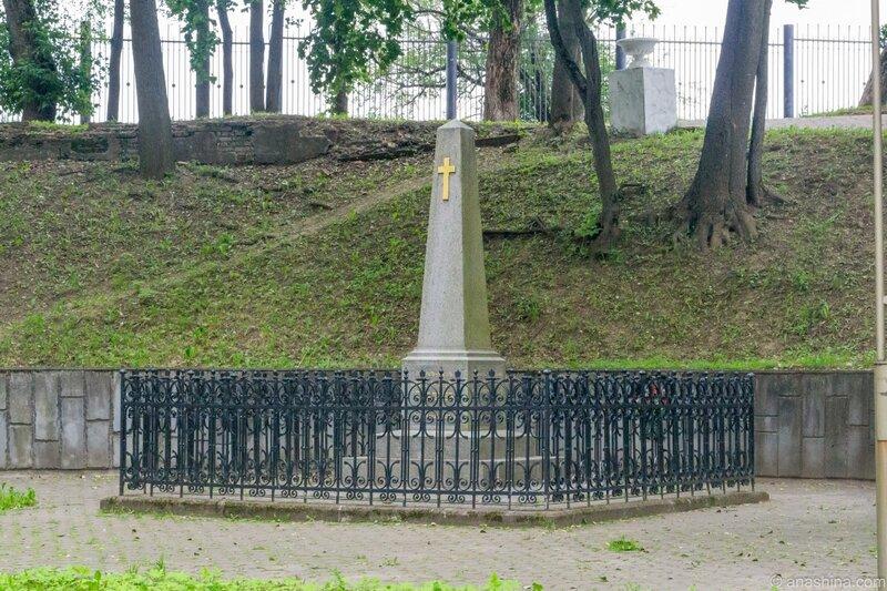 Могила генерала А.А.Скалона, Королевский бастион, Лопатинский сад, Смоленск