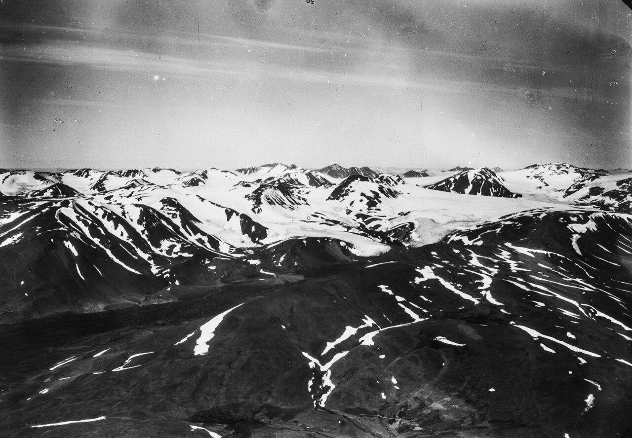1931. Новая Земля. Вид с воздуха на границу материкового льда в холмистой местности