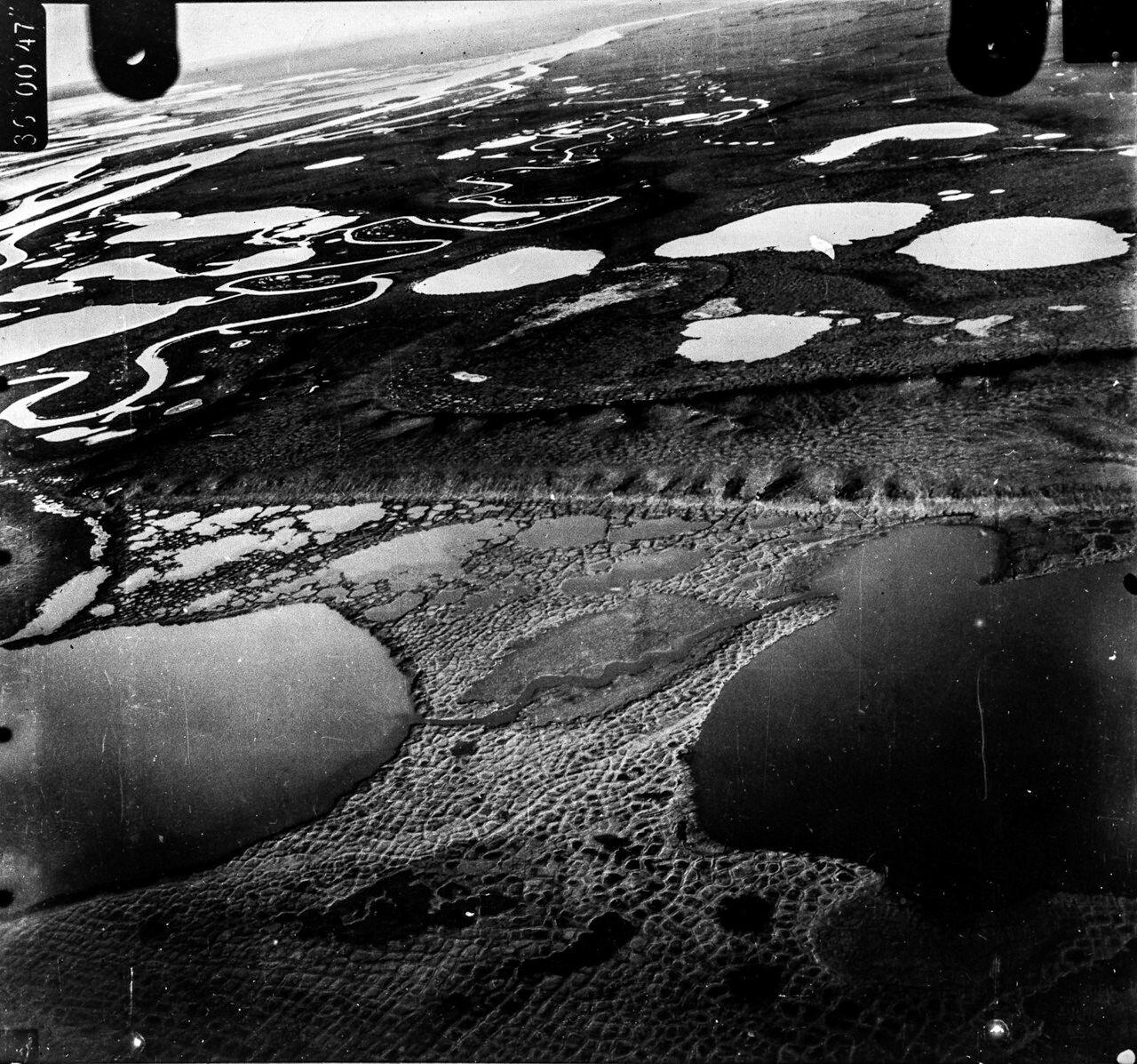 1931. Таймыр. Вид с воздуха на тундровый ландшафт на озере Таймыр