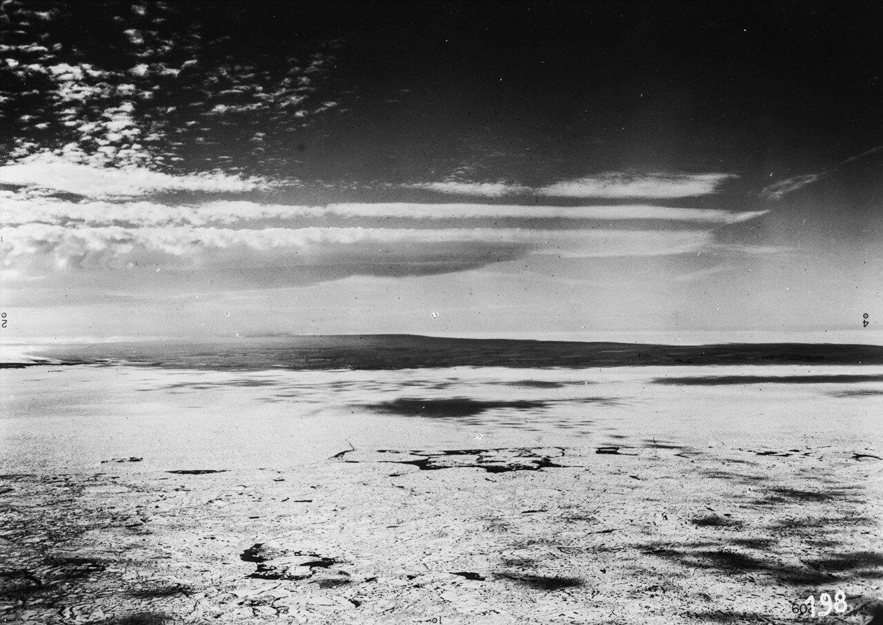 1931. Новая Земля. Северная оконечность Северной Земли, на переднем плане Северный Ледовитый океан покрыт морским льдом