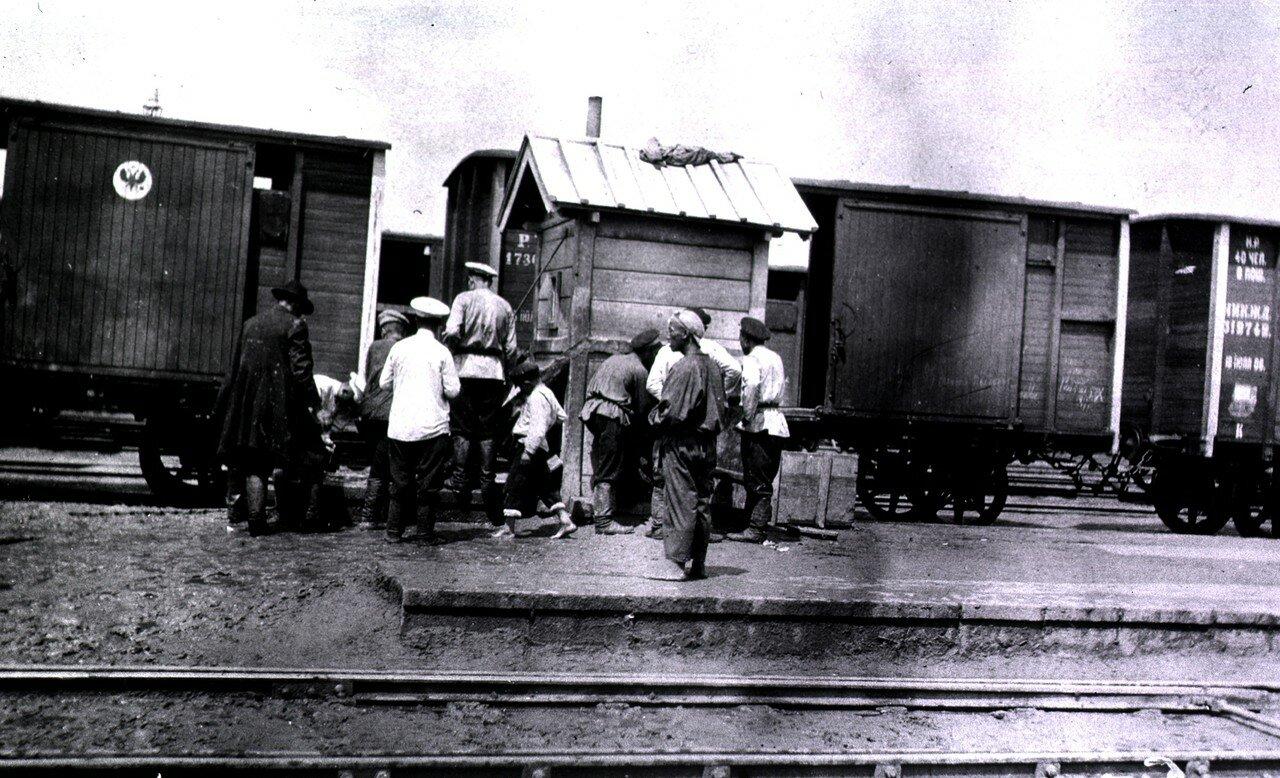 Раздача воды на железнодорожной станции, Харбин