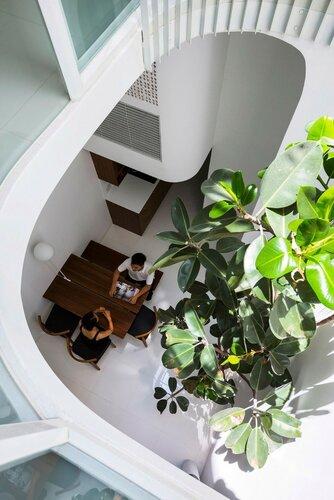 Узкий дом оригинальной конструкции в Хошимине