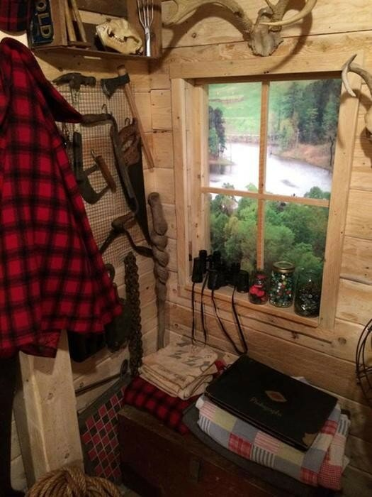 Парень погреб деревенского дома превратил в настоящую хижину охотника