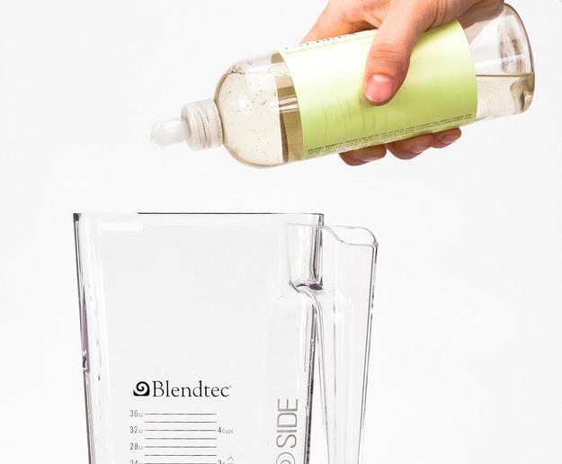27. Очистить блендер Теплая вода с несколькими каплями жидкого мыла в работающем блендере – прекрасн