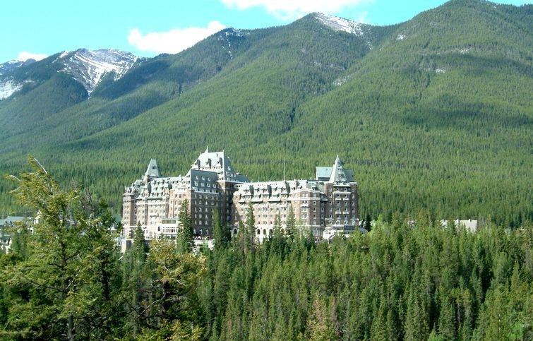 3. The Fairmont Banff Springs: ваш багаж, сэр! Сказочный замок в Скалистых горах, курортный отель Fa