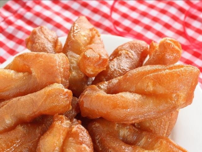 Посути, это знакомые нам пончики, нонекруглые, азакрученные или плетеные. Сверху куксистеры поли