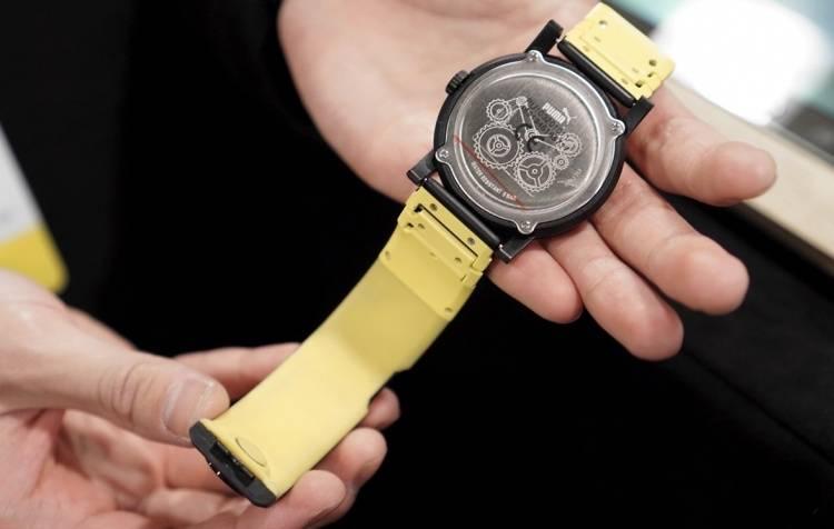 Например, ремешок TipTalk, который превращает традиционные часы в «умные». Он соединяется со смартфо
