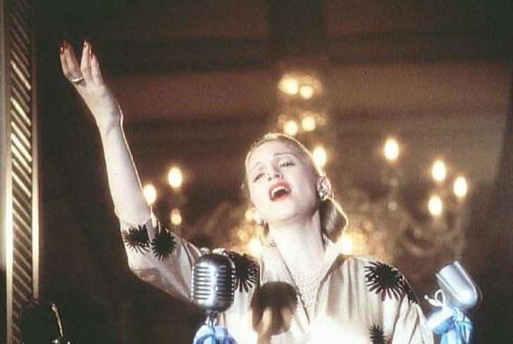 Кадр из фильма «Эвита», 1996