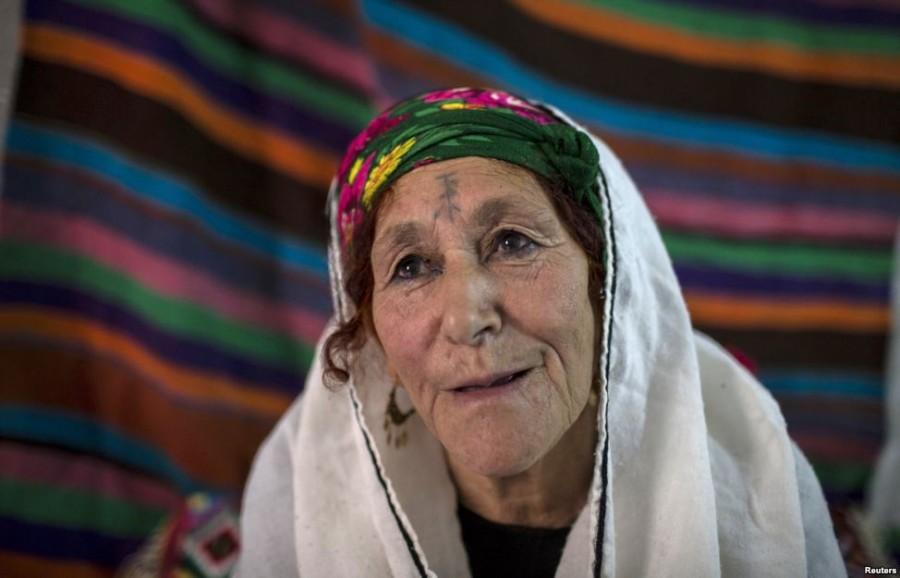 4. Бени Фатма, 75 лет Когда Бени было 12 лет, она захотела стать как ее сверстницы, у которых на тот