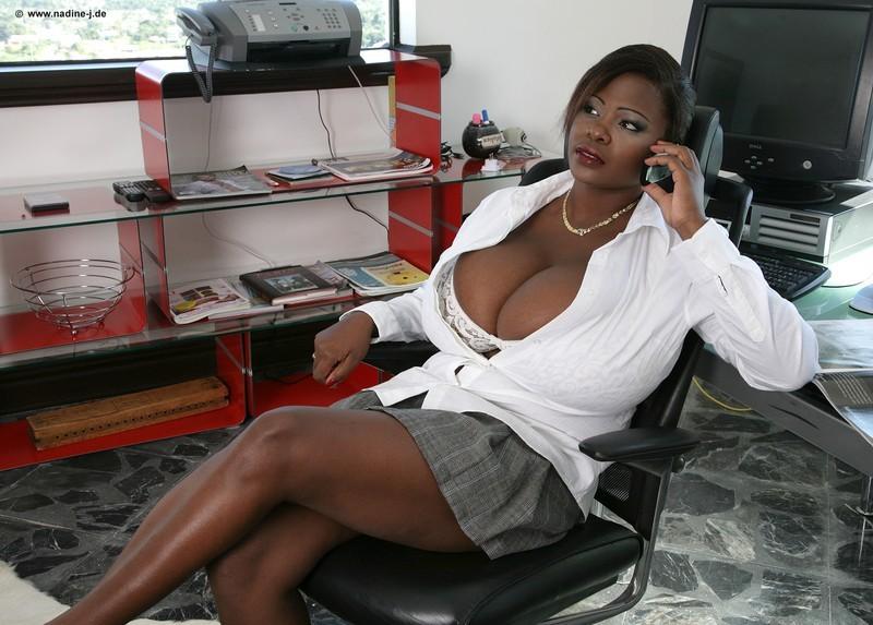 Женщины с огромной грудью