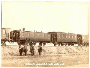 Пассажирский поезд и группа киргиз верхом