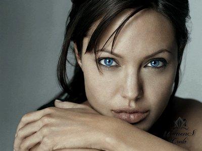 Тонкости макияжа для голубых глаз