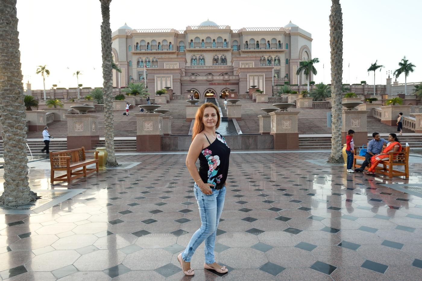 Фотография 6. Фотосессия на территории отеля Эмирейтс-Палас в Абу-Даби. 1/25, f/11, ISO 500, ФР=24 мм. Фотосъемка на Nikon D4s и объектив Nikon 24-70mm f/2.8G.