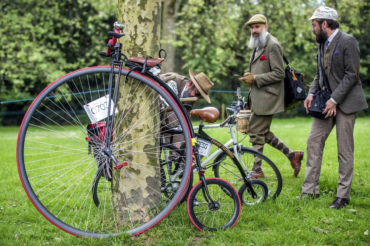 На солнечной поляночке: На месте привала британских велосипедистов