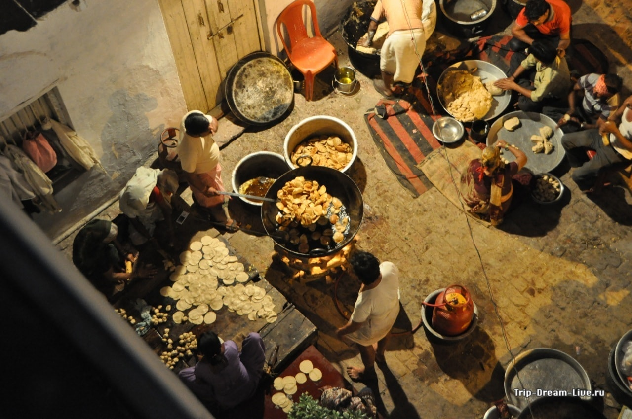 Приготовление еды на улицах Агры
