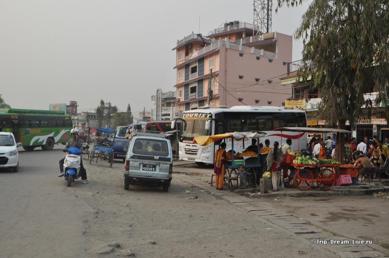 Стоянка автобусов на границе