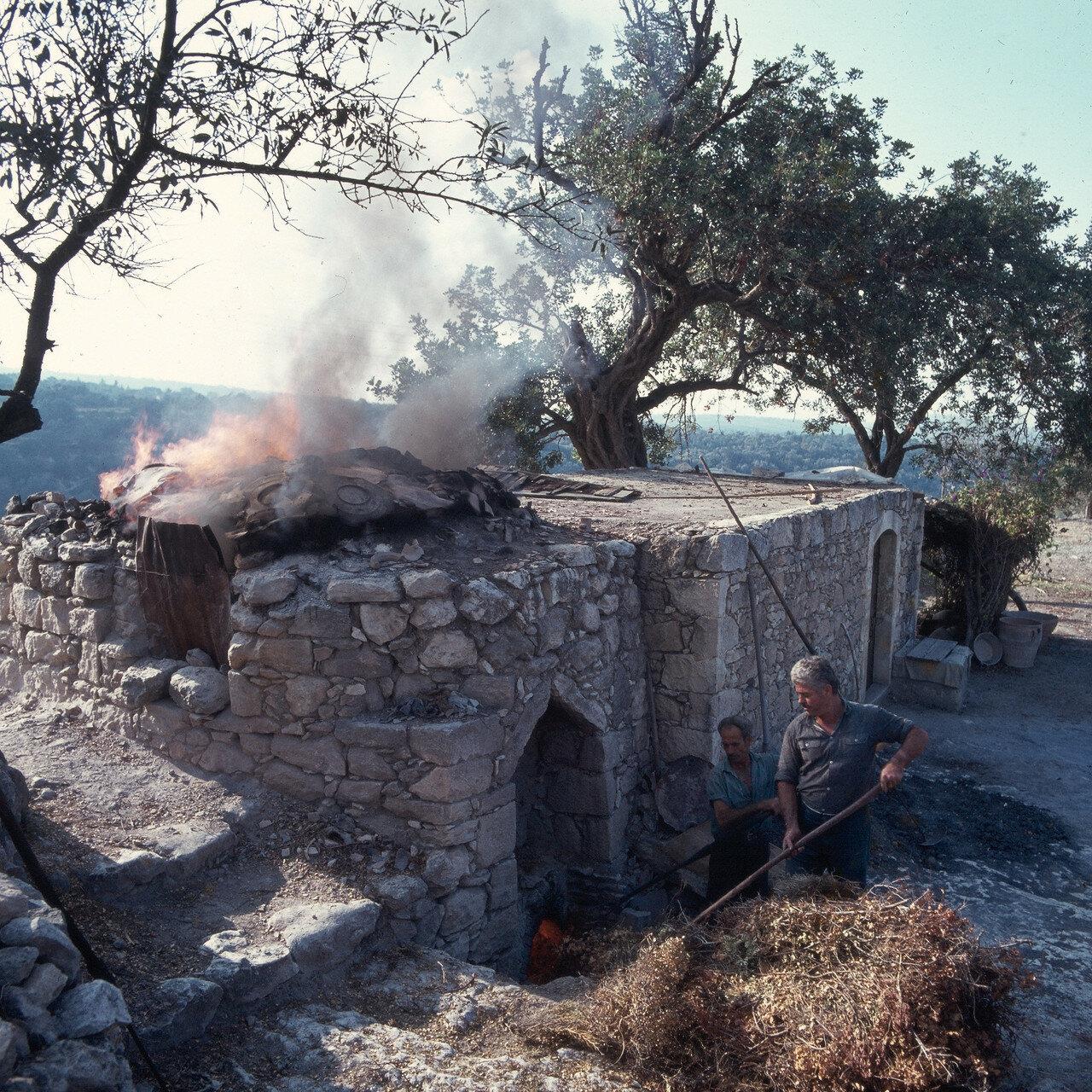 1970. Маргаритес, Крит. Гончарная печь